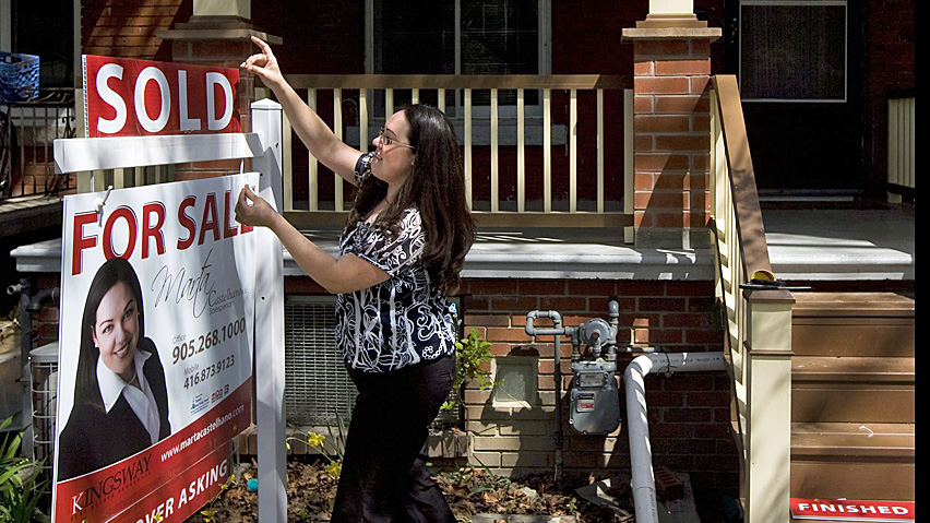 Canadian home sales decline 12% over past year